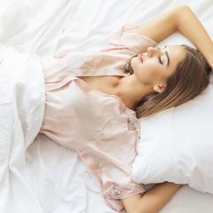 Няколко бюти предимства на калъфките за възглавница от естествена коприна