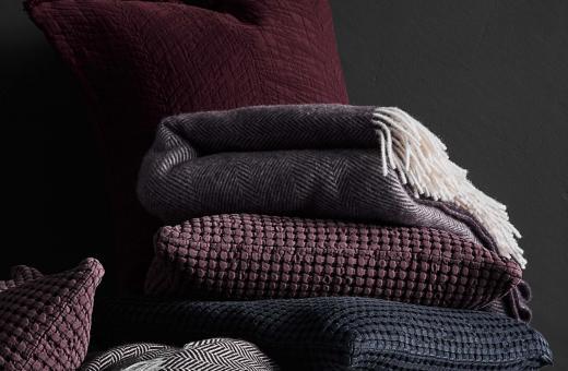 Стил и уют у дома с вълнени и памучни одеяла в алпийски стил